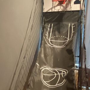 Miller Lite basketball hoop (no balls just hoop) for Sale in Howell Township, NJ