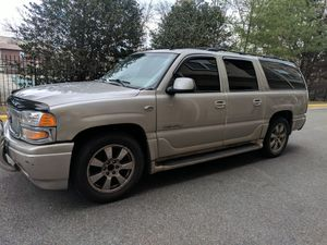 2006 gmc Yukon Denali 3 TV's fully loaded for Sale in Bethesda, MD