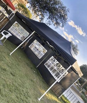 10x20ft POP UP CANOPY TENT WITH SIDE WALLS for Sale in Pomona, CA