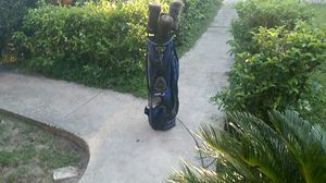 Golf bag 4 clubs for Sale in Tampa, FL