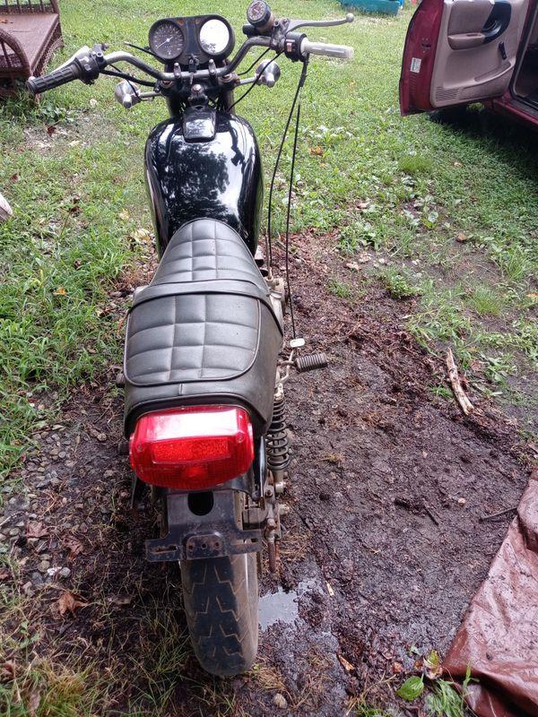 1980s suzuki motorcycle needs repair the engine needs repair has keys 80s model. Asking 600