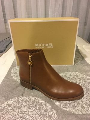 New Authentic Women's Michael Kors Size 8.5 for Sale in Lakewood, CA