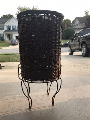 Large Woven Baskets with Stand for Sale in Myersville, MD