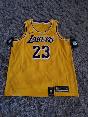 LeBron James Los Angeles Lakers Nike 2018/19 Swingman Jersey Gold - Icon Edition. Size XL for Sale in Downey, CA