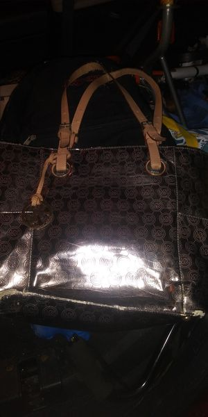 NICE MK PURSE 25DOL FIRM LOTS SEE MY POST GO LOOK for Sale in Jupiter, FL