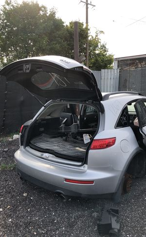Selling parts for a gray Infiniti FX 35 for Sale in Detroit, MI