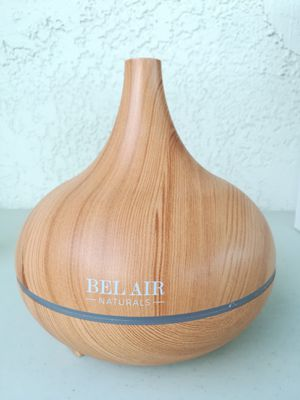 Used Bel Air Naturals Oil Diffuser/Ultrasonic Humidifier/Air Purifier with oils for Sale in Lakewood, CA