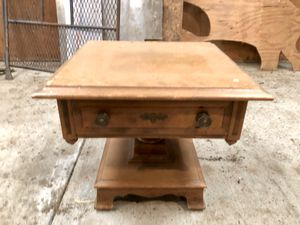 Antique Side Table Stand for Sale in Enumclaw, WA
