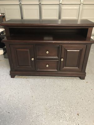 47 inch tv stand with plenty of storage for Sale in Tamarac, FL