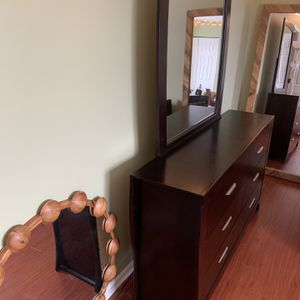 Full Bed, 6 Draw Dresser w/ Mirror, and Nightstand for Sale in Naperville, IL