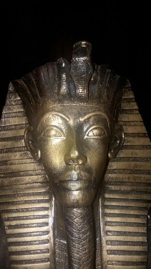 Bust of the Egyptian King Tut for Sale in Alsip, IL