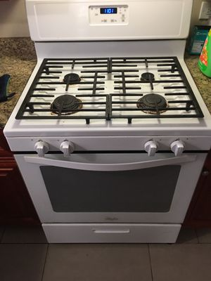 Whirlpool Appliances Gas Range oven for Sale in Chicago, IL
