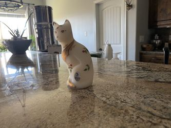Beautiful HANDPAINTED Satin FENTON Glass CAT for Sale in Robinson,  TX