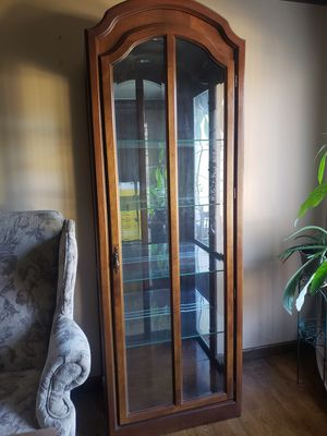 Pulaski Lighted Oak Curio w/ Beveled glass for Sale in Independence, OH