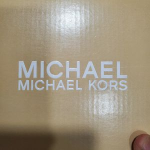 Michael Kors Girl Sandals SIZE 3 for Sale in Waterbury, CT