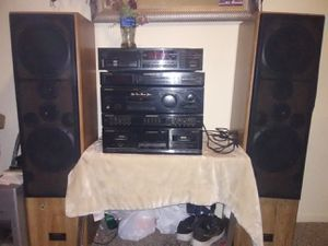 Pioneer receiver & two 2way speakers for Sale in Fresno, CA