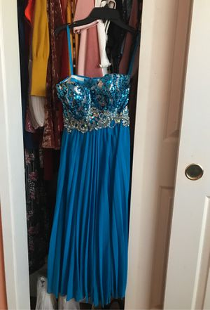 Formal/ prom / graduation dress ❄️💓 size small for Sale in Bakersfield, CA