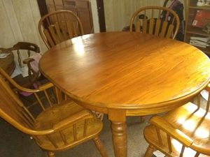 Dining room table and chairs for Sale in Fort Wayne, IN