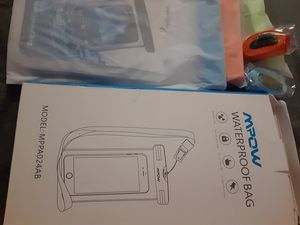 Mpow waterproof phone case 3 pac for Sale in Palmdale, CA