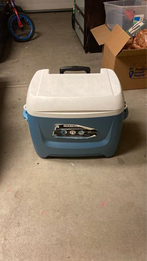 Igloo max cold cooler with handle and wheels for Sale in Mission Viejo, CA