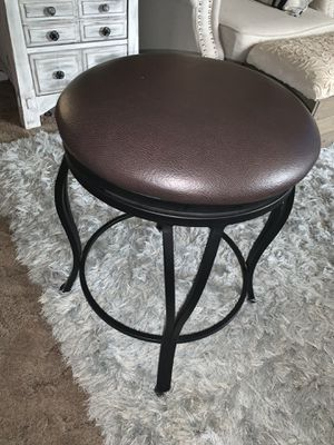 24in swivel bar stool for Sale in Fort Lupton, CO