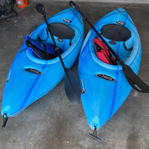 2 Kayaks with paddles and Lifejackets for Sale in Houston, TX