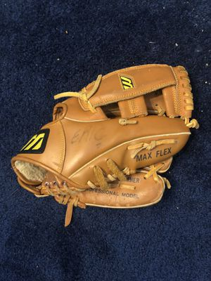 Baseball glove for Sale in Browns Mills, NJ