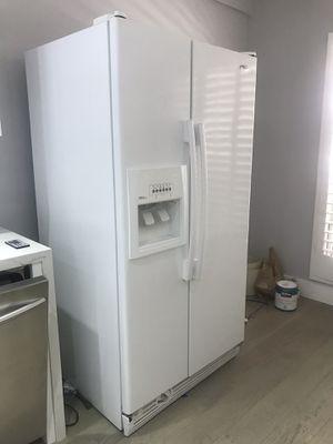 Whirlpool French door refrigerator for Sale in Playa del Rey, CA