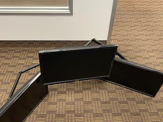 GREAT MOUNT IT 3 MONITOR DESKTOP STAND WITH 3 MONITORS for Sale in Aliso Viejo,  CA