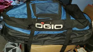 Ogio suitcase duffle bag with wheels and handle for Sale in Renton, WA