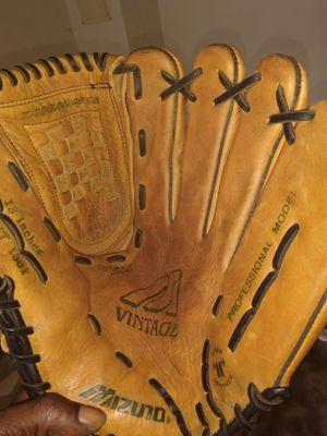 Left hand baseball glove for Sale in Stone Mountain, GA