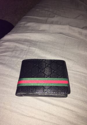 Gucci wallet for Sale in Sheridan, CO