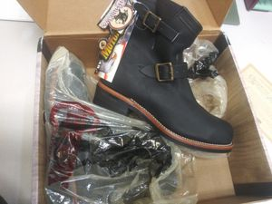 Work boots / Botas de trabajo mens 8.5 Chippewa for Sale in Dallas, TX