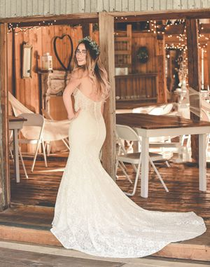 Wedding Dress (originally priced at $1300) for Sale in Lexington, NC