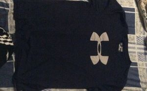 Under armour tee-shirt for Sale in Maple Grove, MN