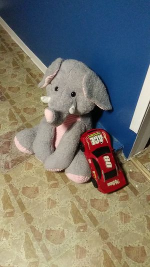 Free elephant and car for Sale in Chicago, IL