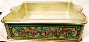Vintage Pyrex pan with festive server for Sale in Medford, OR