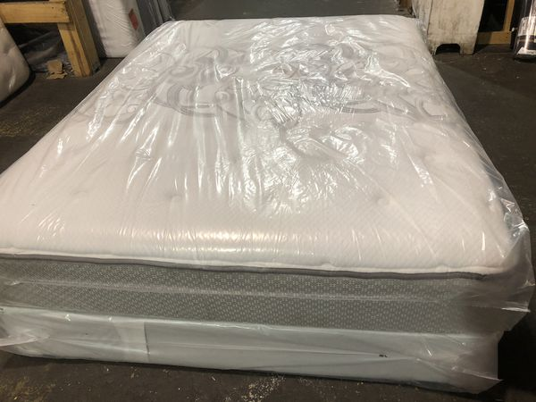 Queen Size Sealy Posturepedic Mattress And Box Spring Bed Set
