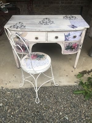 Antique desk and chair for Sale in Fox Island, WA