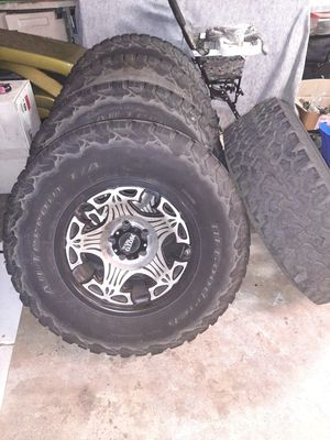 5-17 inch wheels and 285/70 R17 tires for Sale in Orlando, FL