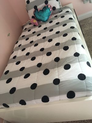 IKEA twin bed with 2 drawers for Sale in Traverse City, MI