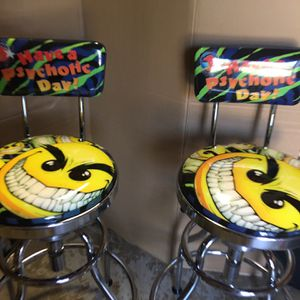 Brand New Hydraulic Bar Stools INCLUDES 6 Additional Seat Cushions for Sale in Warren, MI