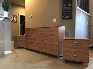 Dresser w/ Two Nightstands Excellent Condition for Sale in Vancouver, WA