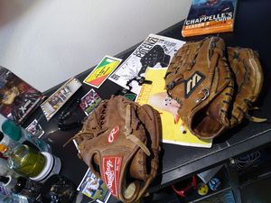 Baseball glove for Sale in Everett, WA
