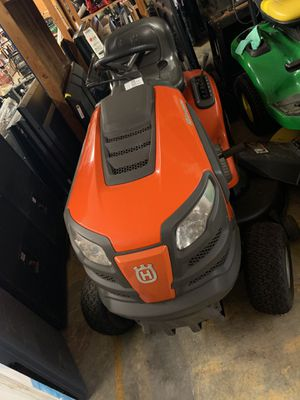 Husqvarna riding lawn mower for Sale in Winter Garden, FL