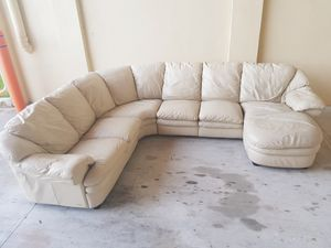 Sectional couch NATUZZI for Sale in HALNDLE BCH, FL