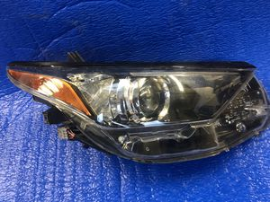 2016 2017 Scion Im Right OEM Halogen Headlight for Sale in Los Angeles, CA