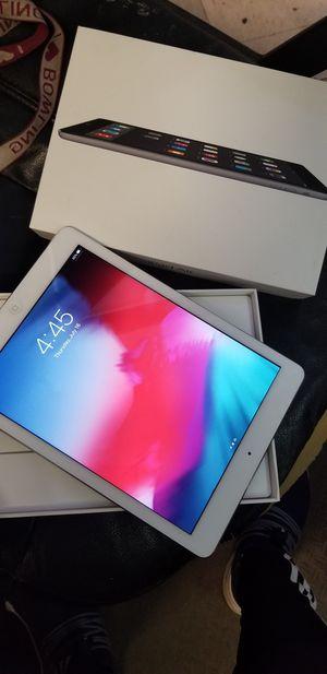 iPad air 1 unlocked for Sale in Lindale, TX