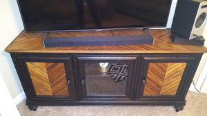 Tv stand holds 50 70 inch for Sale in Tucker, GA