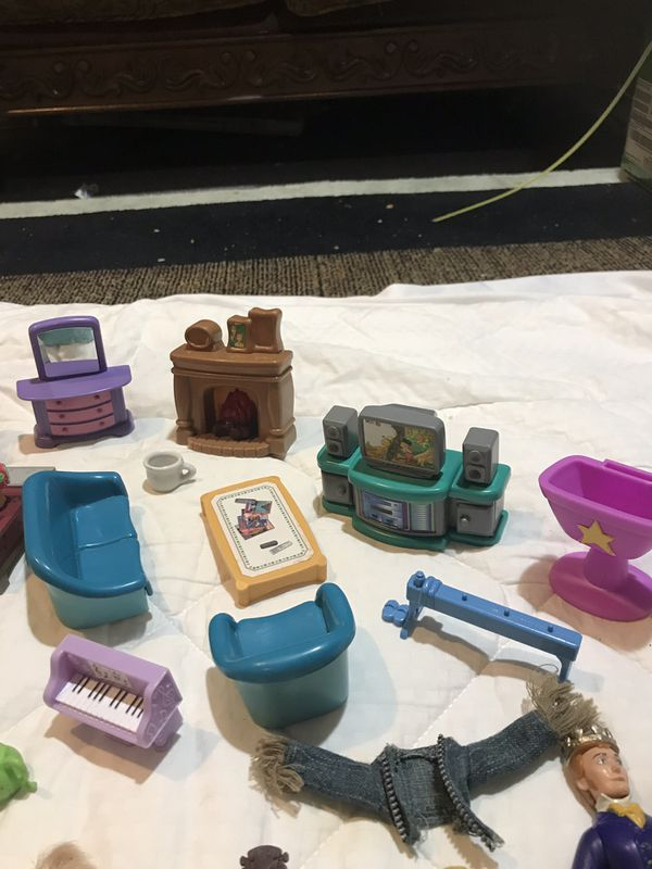 Small toys more than 50 pieces